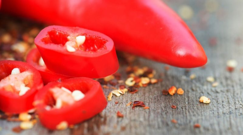King of medicinal herbs, cayenne pepper is moderately hot at 30000-50000 SHU on the Scoville scale. Cayenne is used for its taste & aroma in food preparations