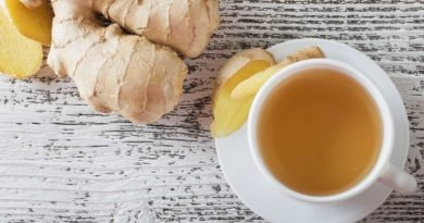 Closely related to turmeric, cardamom and galangal family, ginger is a potent anti-inflammatory and antioxidant kitchen herb