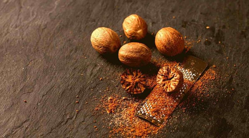 Nutmeg/Jaiphal Is a great detoxifying agent for kidneys and liver. Also help remove metals from the body. Boosts immune system, boosts libido, calms nerves...